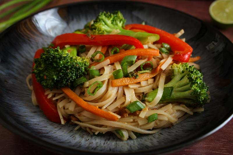 Peanut Butter Noodles with Broccoli, Pepper, Carrot