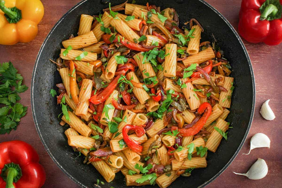 Vegan Pasta Peperonata in Pan