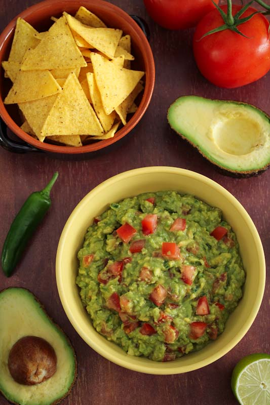 Easy Guacamole with Chunky Tomatoes